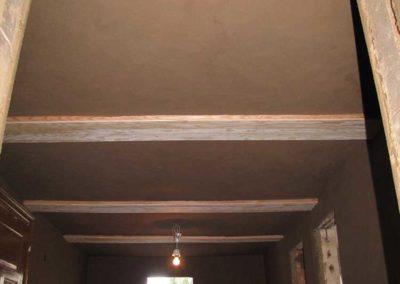 Innenraum mit Lehmputz auf Wand und Decke