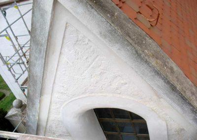 Gedeckter Kellenziehputz auf einem gotischen Giebel
