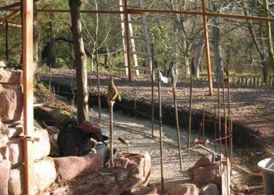 Anlegen einer gebogenen Natursteinmauer