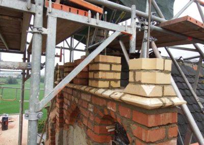 2. Rekonstruktion eines gotischen Maßwerkgiebels - Aufmauerung der Fialen