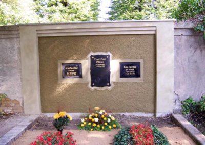 Rekonstruktion einer Grabwand mit Kellenwurf und gestuften Gesims